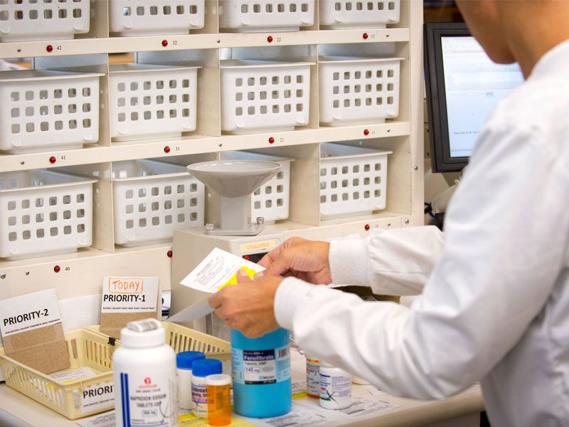 Doctor sorting compound medication